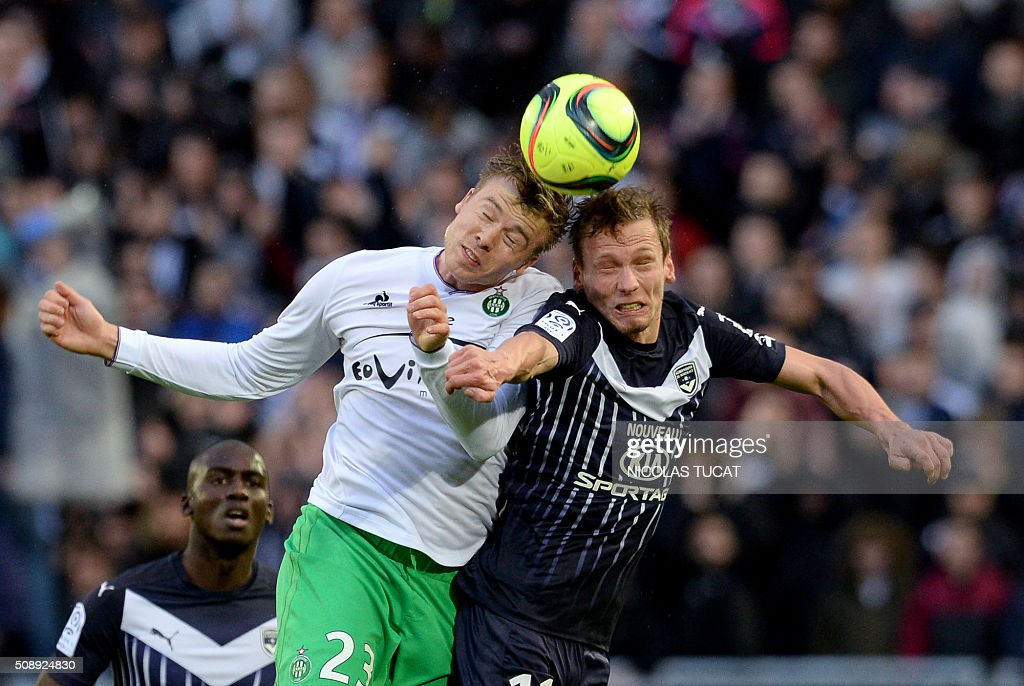 Bordeaux' French midfielder Clement Chantome (R) vies for the ball with Saint-Etienne's Swedish forward Alexander Soderlund (L) during the French L1 football match between Bordeaux (FCGB) and Saint-Etienne (ASSE) on February 7, 2016, at the Matmut Atlantique stadium in Bordeaux, southwestern France. AFP PHOTO / NICOLAS TUCAT / AFP / NICOLAS TUCAT