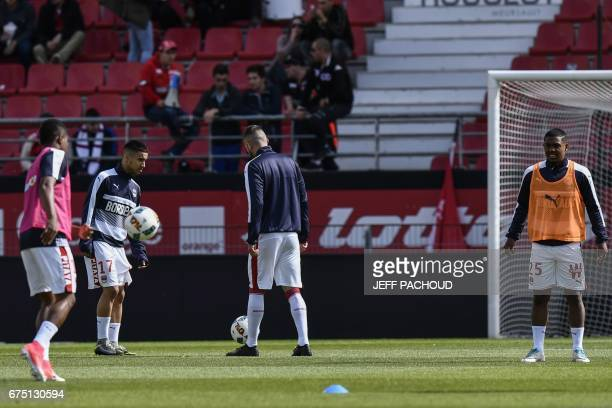 Bordeaux' FrenchAlgerian forward Adam Ounas and his teammates warm up prior to the French L1 football match Dijon vs Bordeaux on April 30 2017 at the...