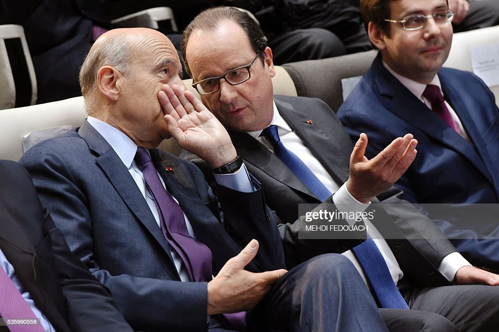 Bordeaux mayor Alain Juppe (L) and French President Francois Hollande (C) discuss as French junior minister for Foreign Trade, the Promotion of Tourism and French Nationals Abroad, Matthias Fekl looks on, during the inauguration of the Cite du Vin (Wine Museum) on May 31, 2016 in Bordeaux. New cultural, touristic and architectural symbol of Bordeaux, the Wine Museu wishes to attract 450,000 visitors per year, is set to open on June 1 following its inauguration by Francois Hollande. / AFP / POOL / MEHDI