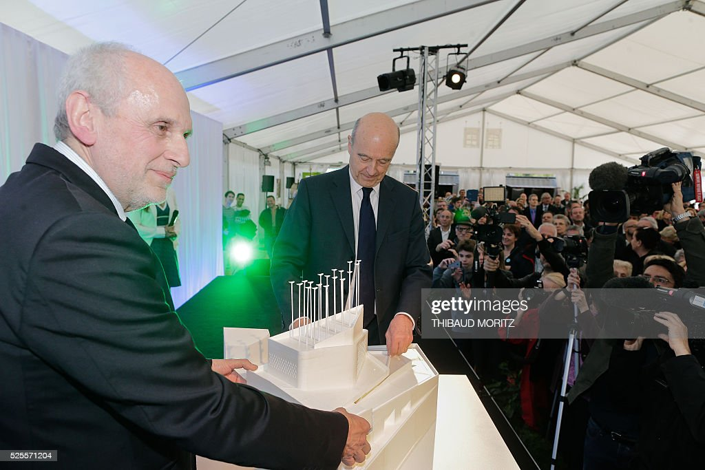 Bordeaux mayor Alain Juppe (C) and project creator and property developer Norbert Fradin (L) attend a ceremony of the laying of the first stone of the city's future Museum of the Sea and the Marine (Musee de la Mer et de la Marine) on April 28, 2016 in Bordeaux. / AFP / Thibaud MORITZ
