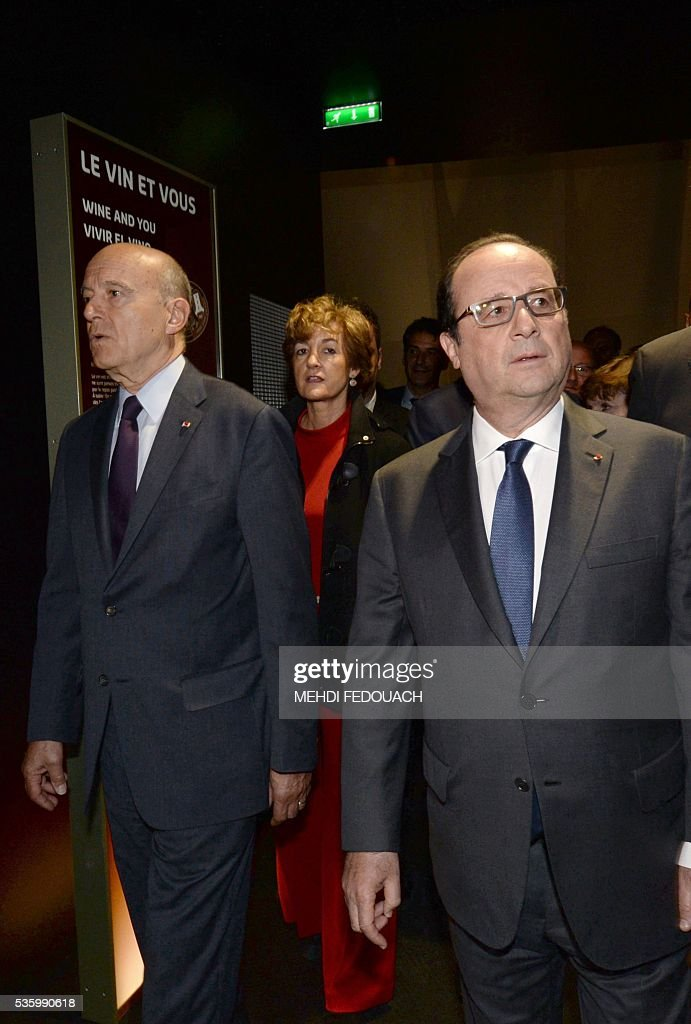 Bordeaux mayor Alain Juppe (L), his wife Isabelle (Rear C) and French President Francois Hollande tour the Cite du Vin (Wine Museum) during its inauguration on May 31, 2016 in Bordeaux. New cultural, touristic and architectural symbol of Bordeaux, the Wine Museu wishes to attract 450,000 visitors per year, is set to open on June 1 following its inauguration by Francois Hollande. / AFP / POOL / MEHDI