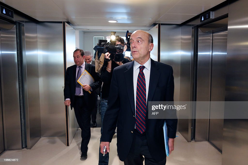 Bordeaux' mayor and founder of the right-wing UMP party, Alain Juppe leaves after a press conference at the Communaute Urbaine de Bordeaux (CUB), on November 22, 2012. AFP PHOTO/ NICOLAS TUCAT
