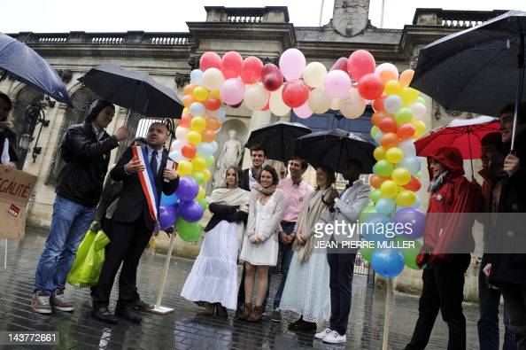 Bordeaux' Socialist local councillor Matthieu Rouveyre takes part in a gay marriage mockery in front of the city hall of the western French city of...