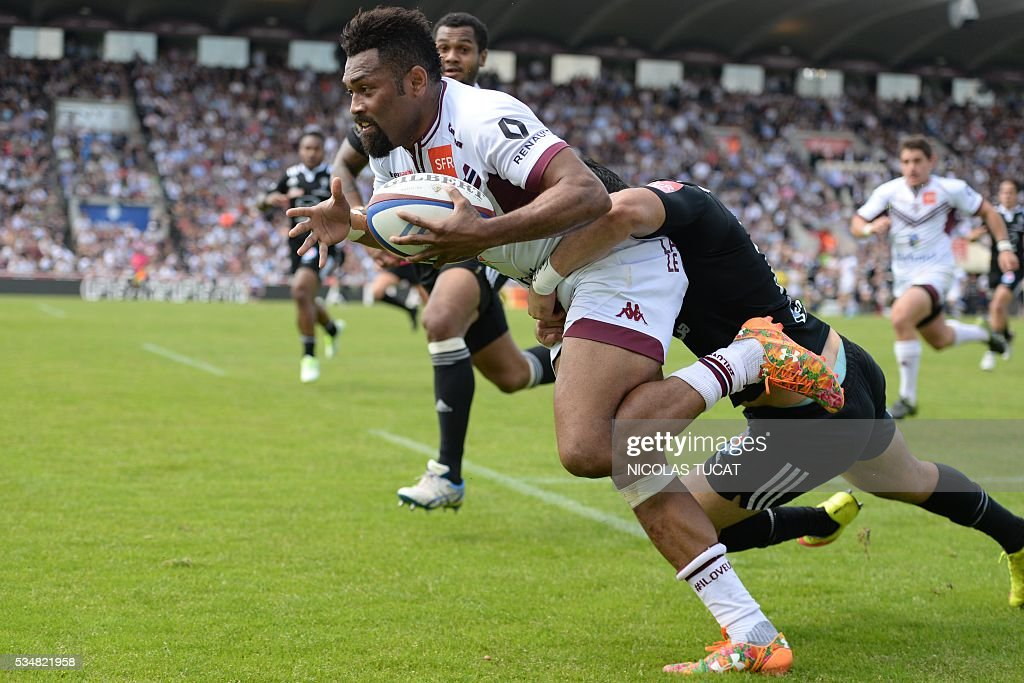 Bordeaux-Begles' Fijian wing Metiuisela Talebula (L) scores a try during the French Top 14 rugby union match between Bordeaux-Begles and Brive on May 28, 2016 at the Chaban-Delmas stadium in Bordeaux, southwestern France.