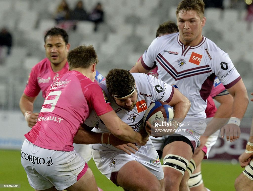 Bordeaux-Begles' French hooker Clement Maynadier (C) plays the ball during the French Top 14 rugby union match Bordeaux-Begles vs Stade Fran��ais on April 30, 2016 at the Matmut Atlantique Stadium in Bordeaux.