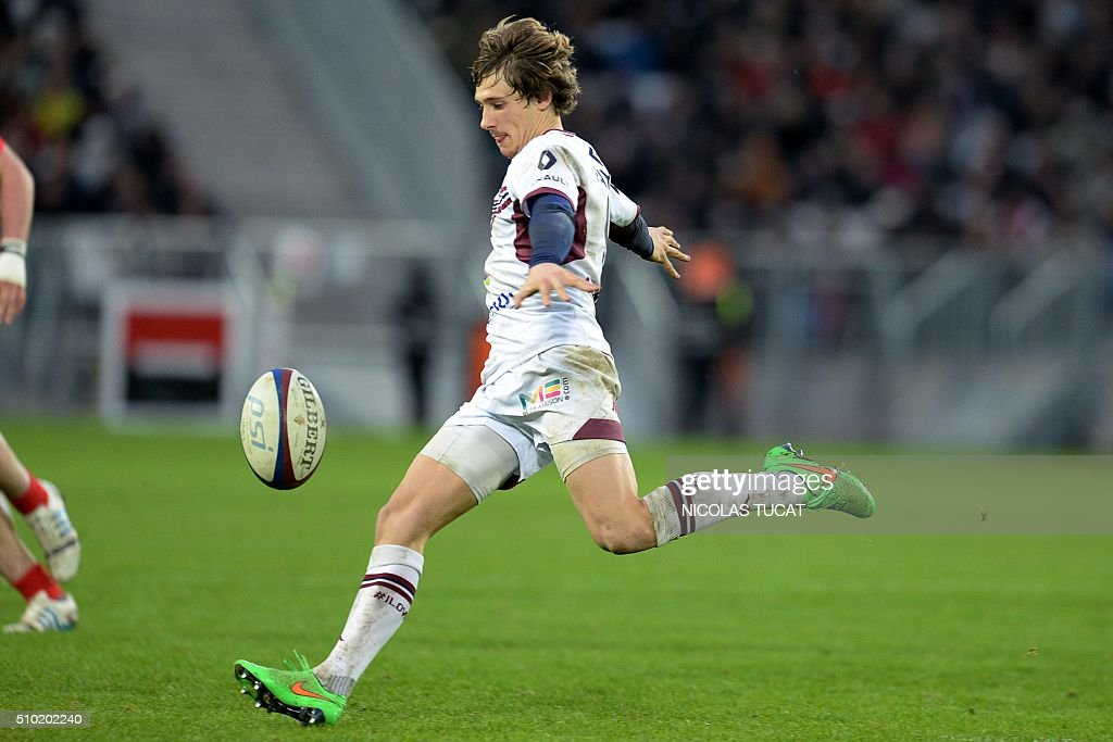 Bordeaux-Begles' French scrum-half Baptiste Serin kicks the ball during the French Top 14 rugby union match between Bordeaux-Begles and Toulon on February 14, 2016 at the Matmut Atlantique stadium in Bordeaux, southwestern France. AFP PHOTO / NICOLAS TUCAT / AFP / NICOLAS TUCAT