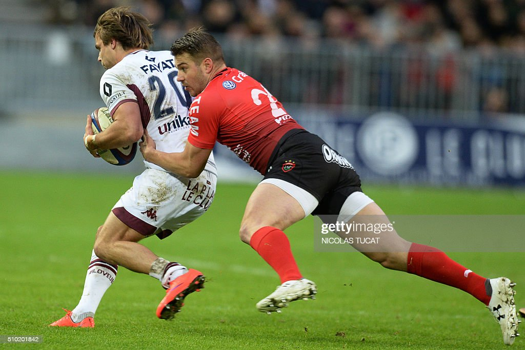 Bordeaux-Begles' French scrum-half Yann Lesgourgues (L) is tackled by Toulon's Australian wing Drew Mitchell (R) during the French Top 14 rugby union match between Bordeaux-Begles and Toulon on February 14, 2016 at the Matmut Atlantique stadium in Bordeaux, southwestern France. AFP PHOTO / NICOLAS TUCAT / AFP / NICOLAS TUCAT