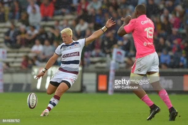 BordeauxBegles' South African flyhalf Tian Schoeman kicks a drop goal during the French Top 14 rugby union match between BordeauxBegles and Stade...