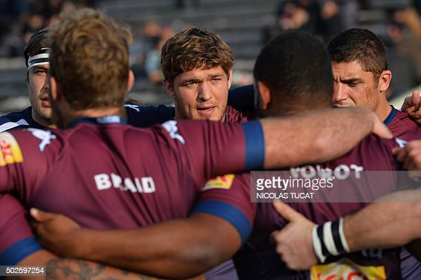 BordeauxBegles' South African lock and captain Jandre Marais speaks to his players during the warm up of the French Top 14 rugby union match between...