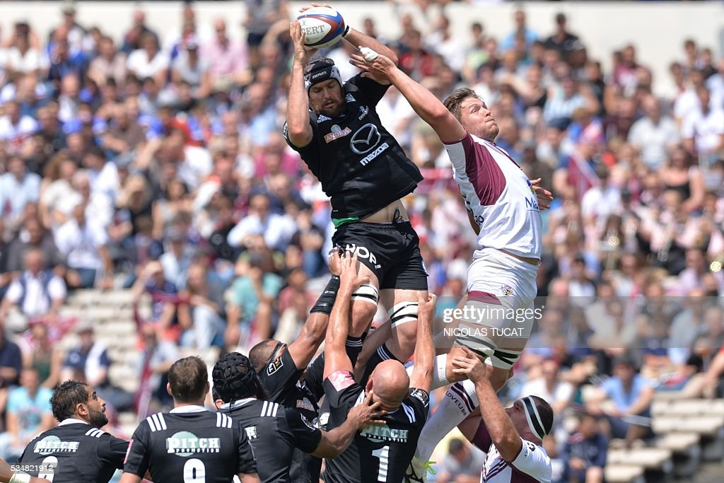 Bordeaux-Begles' South African lock Jandre Marais (R) vies with Brive's South African lock Johan Snyman (L) during the French Top 14 rugby union match between Bordeaux-Begles and Brive on May 28, 2016 at the Chaban-Delmas stadium in Bordeaux, southwestern France.