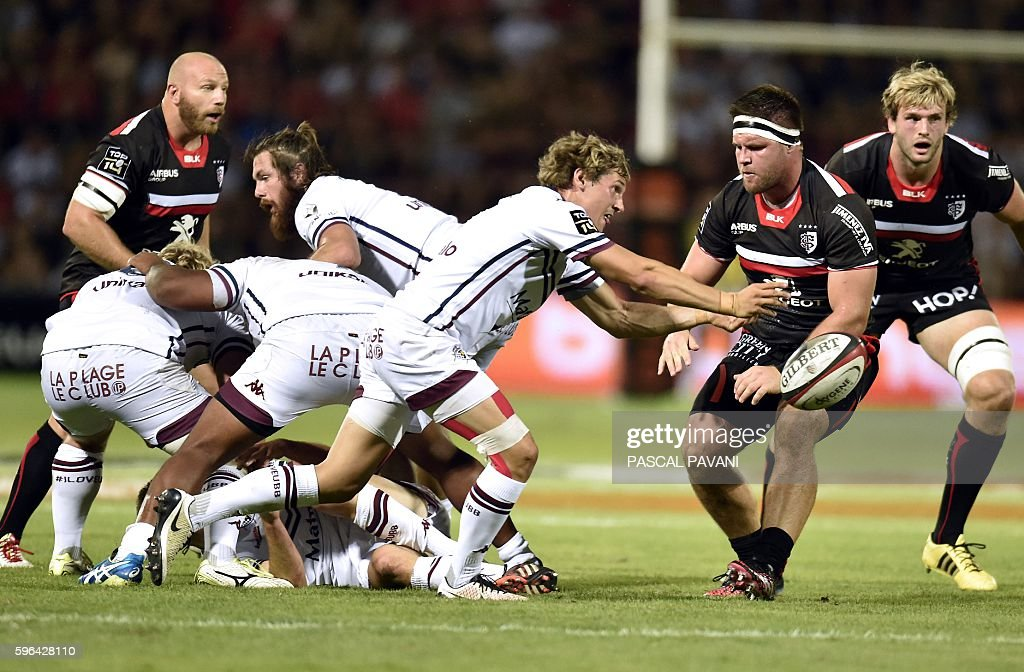 BordeauxBegles'French scrumhalf Baptiste Serin passes the ball during the French Top 14 Rugby Union match between Stade Toulousain and BordeauxBegles...