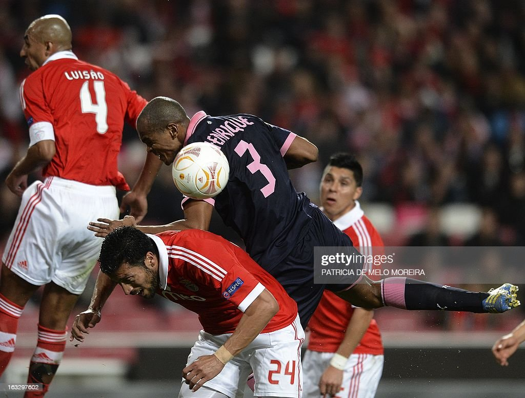 Bordeaux's Brazilian defender Carlos Henrique (top) vies with Benfica's Argentinian defender Ezequiel Garay during the UEFA Europa League round of 16 first leg football match SL Benfica vs FC Girondins de Bordeaux at the Luz stadium in Lisbon on March 7, 2013. Benfica won 1-0.