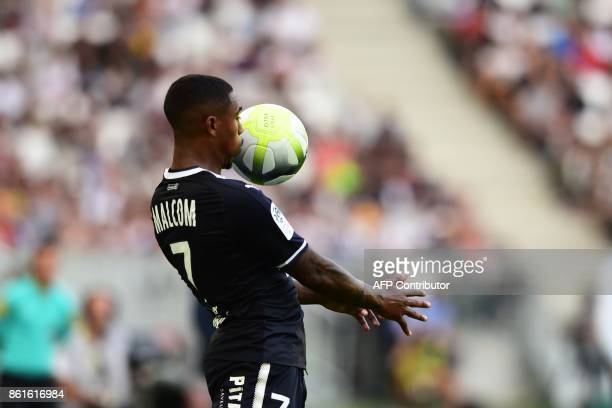 Bordeaux's Brazilian forward Malcom controls the ball during the French Ligue 1 football match between Bordeaux and Nantes on October 15 2017 in...
