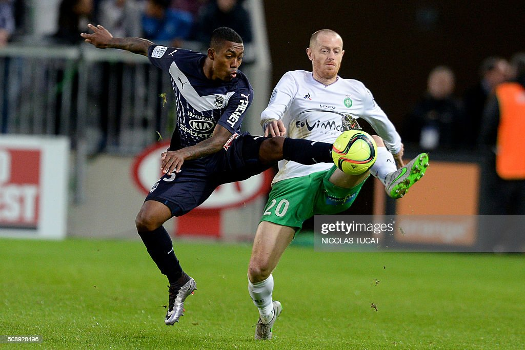 Bordeaux's Brazilian forward Malcom (L) vies for the ball with Saint-Etienne's French defender Jonathan Brison (R) during the French L1 football match between Bordeaux (FCGB) and Saint-Etienne (ASSE) on February 7, 2016, at the Matmut Atlantique stadium in Bordeaux, southwestern France. AFP PHOTO / NICOLAS TUCAT / AFP / NICOLAS TUCAT