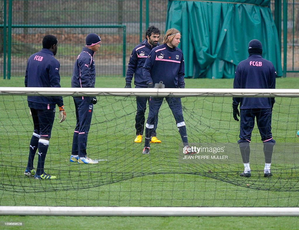 Bordeaux's captain Jaroslav Plasil (2ndR) and Tunisian midfielder Fahid Ben Khalfallah (3rdR) take part in a training on January 18, 2013 in Le Haillan, southwestern France, two days ahead the French L1 football match Bordeaux vs Paris-Saint-Germain on Sunday.