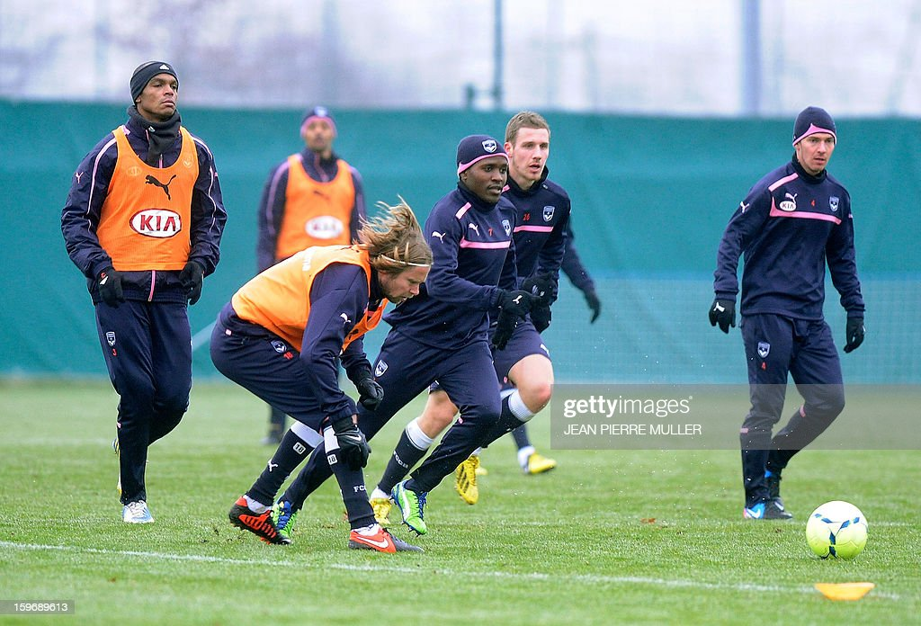 Bordeaux's captain Jaroslav Plasil (2ndL), Brazilian defender Mariano (C), and Polish midfielder Ludovic Obraniak (R) take part in a training on January 18, 2013 in Le Haillan, southwestern France, two days ahead the French L1 football match Bordeaux vs Paris-Saint-Germain on Sunday.