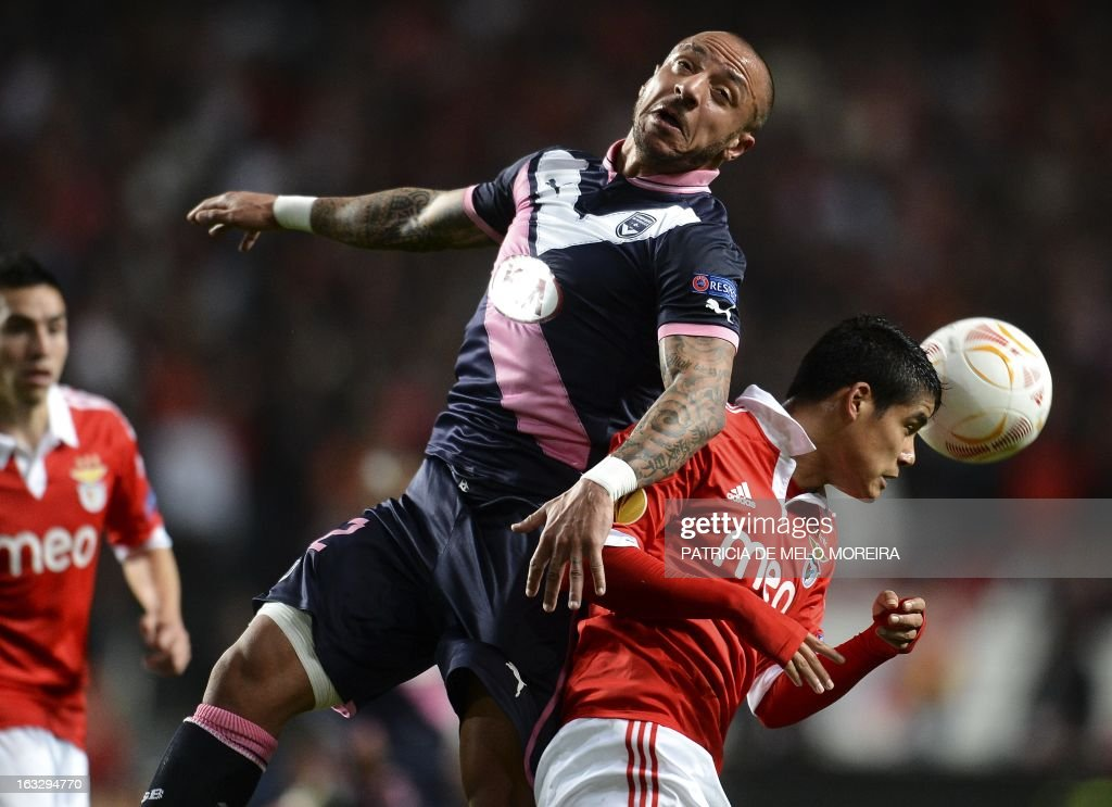 Bordeaux's defender Julien Faubert (C) vies with Benfica's defender Andre Almeida (R) during the UEFA Europa League round of 16 first leg football match SL Benfica vs FC Girondins de Bordeaux at the Luz stadium in Lisbon on March 7, 2013.