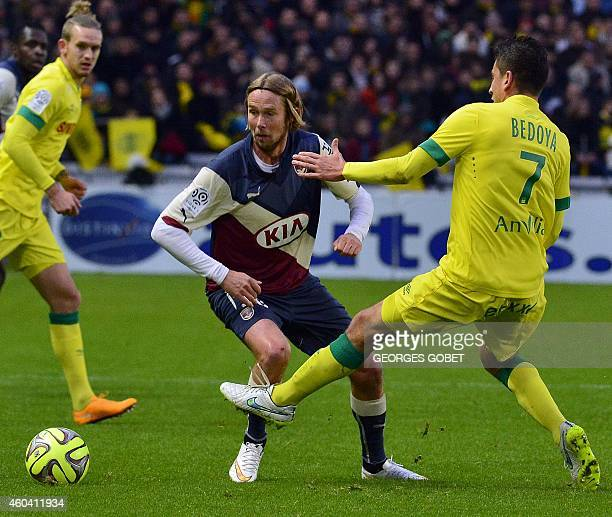 Bordeaux's French goalkeeper Cedric Carrasso and Nantes's Venezuela midfielder Bedoya Alejandro vie during the French L1 football match FC Nantes vs...