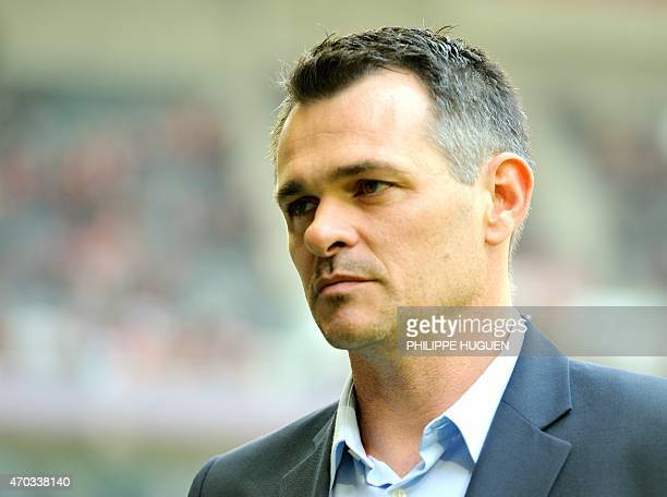 Bordeaux's French head coach Willy Sagnol gestures during the French L1 football match between Lille and Bordeaux at the ' Pierre Mauroy ' Stadium in...