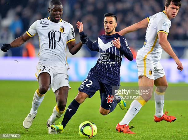 Bordeaux's French midfielder Adam Ounas vies with Lille's French defender Adama Soumaoro and Argentinian defender Renato Civelli during the French...