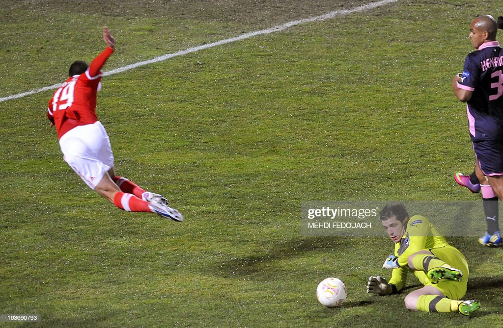 Bordeaux's goalkeeper Cedric Carrasso (R) vies with Benfica's player Rodrigo during the UEFA Europa league round of 16 football match Bordeaux vs Benfica on March 14 , 2013 at the Chaban-Delmas stadium in Bordeaux, southwerstern France.