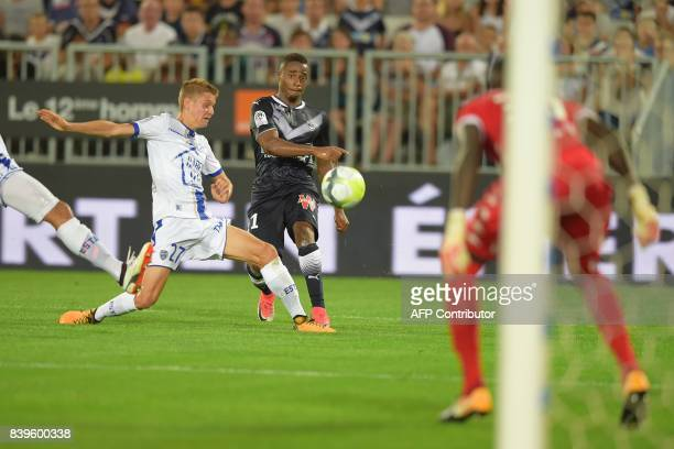 Bordeaux's Guinean forward Francois Kamano kicks the ball during the French L1 football match between Bordeaux and Troyes on August 26 2017 at the...