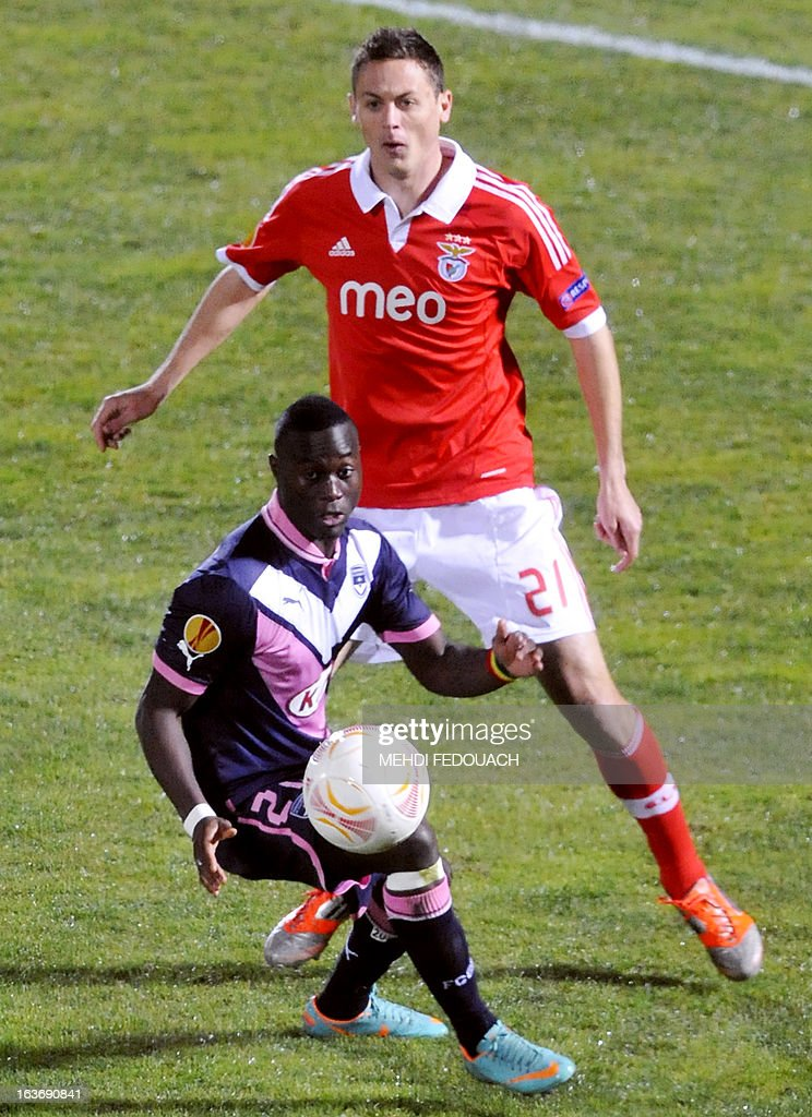 Bordeaux's Henri Saivet (L) vies for the ball with Benfica's Matic Nemanja during the UEFA Europa league round of 16 football match Bordeaux vs Benfica on March 14 , 2013 at the Chaban-Delmas stadium in Bordeaux, southwerstern France. AFP PHOTO / MEHDI FEDOUACH