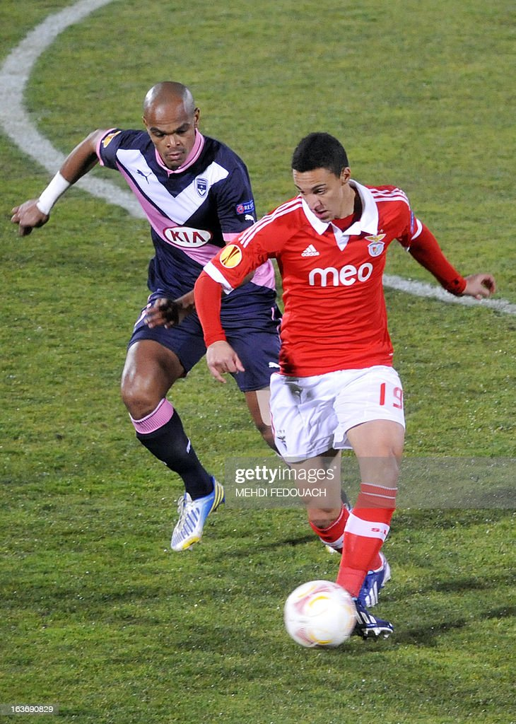 Bordeaux's Henrique (L) vies with Benfica's Rodrigo during the UEFA Europa league round of 16 football match Bordeaux vs Benfica on March 14, 2013 at the Chaban-Delmas stadium in Bordeaux, southwerstern France.