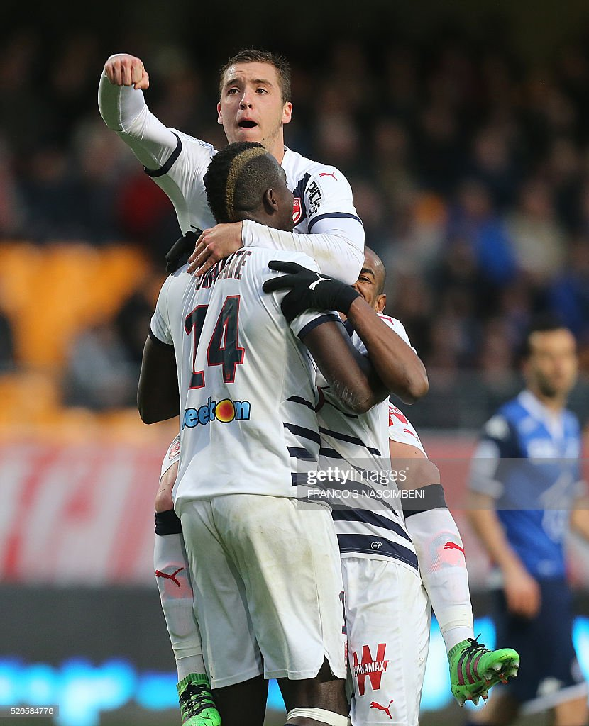 Bordeaux's Malian forward Cheick Diabate (L) celebrates with teammates after scoring a goal during the French L1 football match between Troyes (ESTAC) and Bordeaux (FCGB) on April 30, 2016 at the Aube Stadium in Troyes, eastern France.