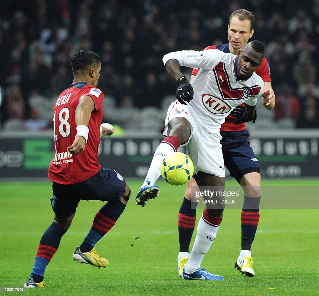 Bordeaux's Malian forward Cheick Diabate (C) vies with Lille's Czech defender David Rozehnal (R) and Lille's French defender Franck Beria during French L1 football match Lille vs Bordeaux on March 3, 2013 at the Grand Stade Stadium in Villeneuve d'Ascq.