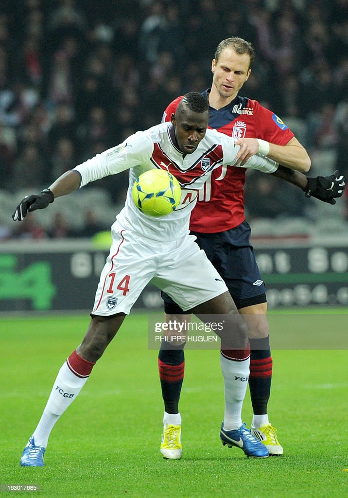 Bordeaux's Malian forward Cheick Diabate (L) vies with Lille's Czech defender David Rozehnal during the French L1 football match Lille vs Bordeaux on March 3, 2013 at the Grand Stade in Villeneuve d'Ascq. AFP PHOTO/ PHILIPPE HUGUEN