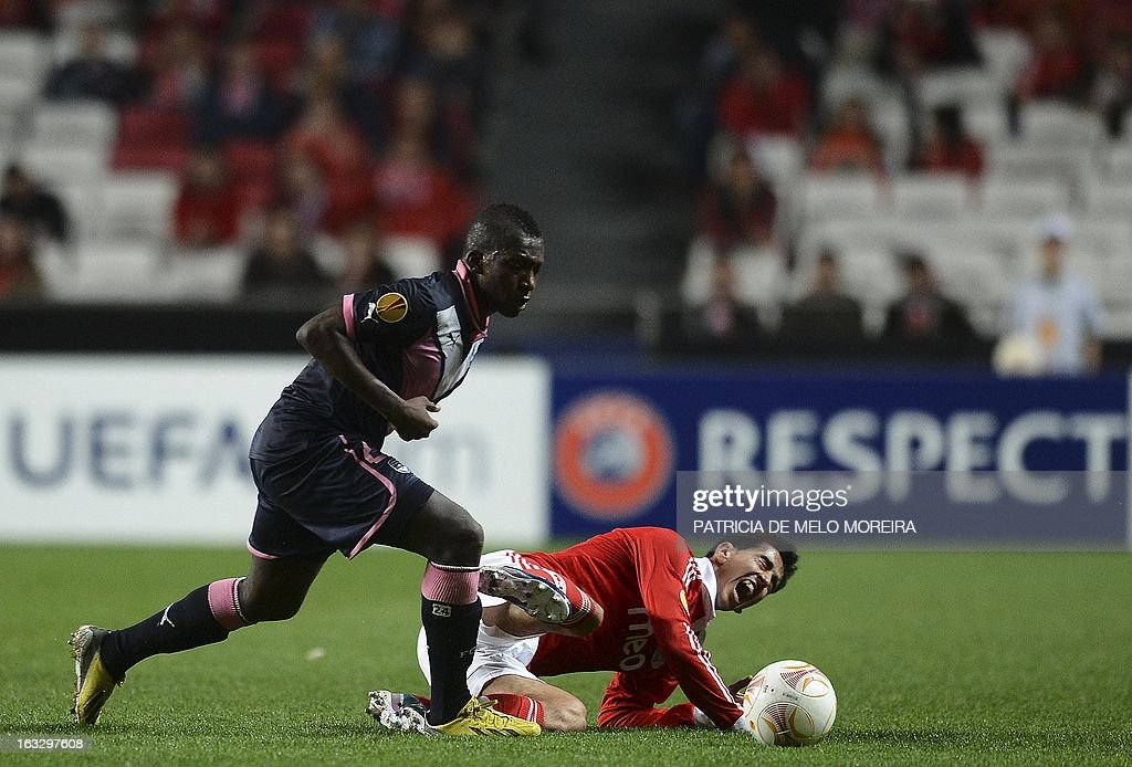 Bordeaux's Malian midfielder Abdou Traore (L) vies with Benfica's defender Roderick during the UEFA Europa League round of 16 first leg football match SL Benfica vs FC Girondins de Bordeaux at the Luz stadium in Lisbon on March 7, 2013. Benfica won 1-0.