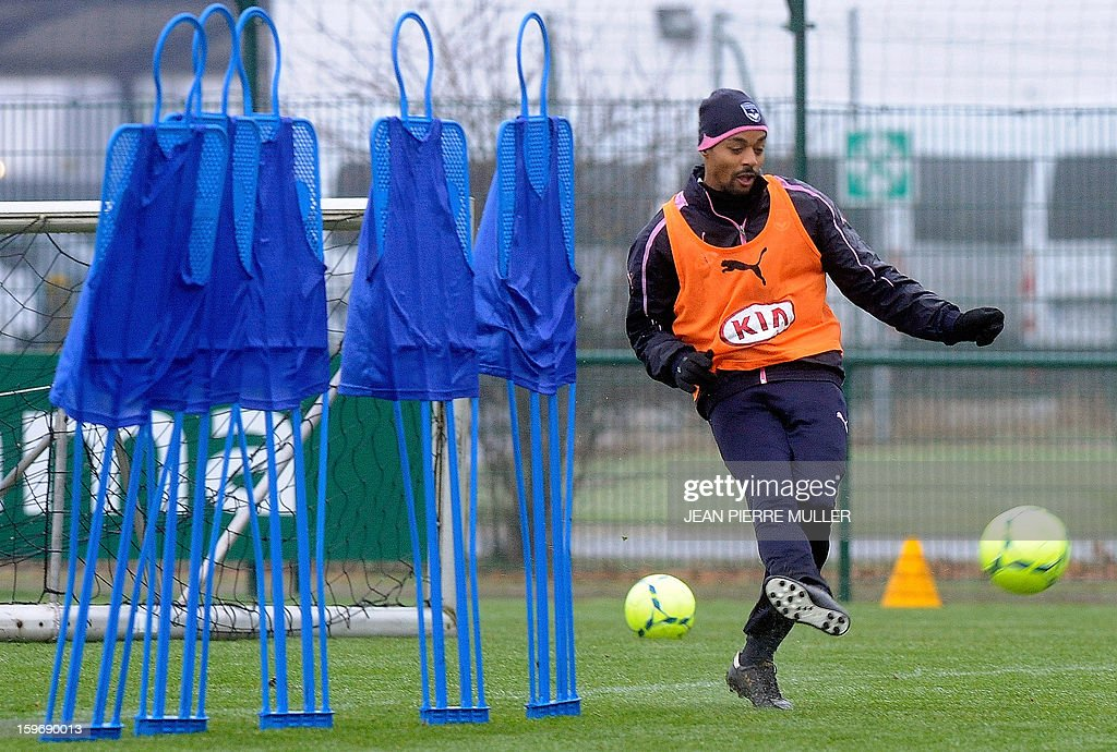 Bordeaux's midfielder David Bellion shoots during a training on January 18, 2013 in Le Haillan, southwestern France, two days ahead the French L1 football match Bordeaux vs Paris-Saint-Germain on Sunday.