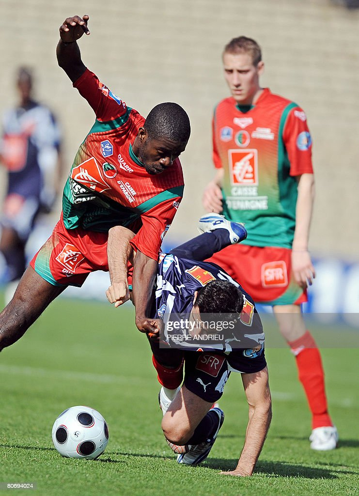Bordeaux's midfielder Fernando fights for the ball with Sedan's forward Marcus Mokake during their French Cup football match on April 16 2008 at the...