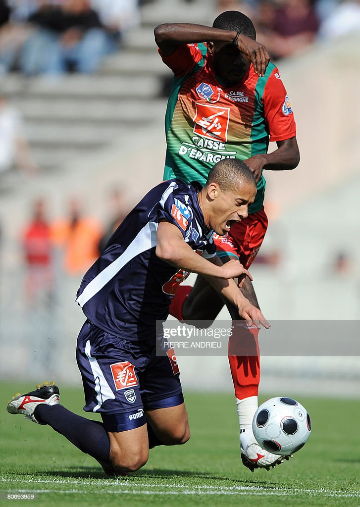 Bordeaux's midfielder Wendel fights for the ball with Sedan's forward Marcus Mokake during their French Cup football match on April 16 2008 at the...