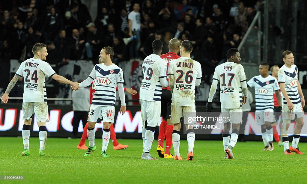 Bordeaux's players celebrates at the end of the French L1 football match Guingamp against Bordeaux on February 13, 2016 at the Roudourou stadium in Guingamp, western of France. AFP PHOTO FRED TANNEAU / AFP / FRED TANNEAU