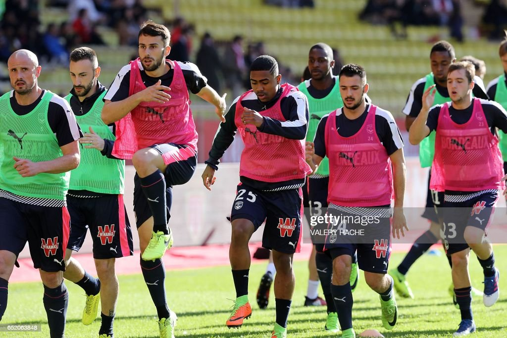 Bordeaux's players warm up before the French L1 football match between AS Monaco and Bordeaux at the Louis II Stadium in Monaco on March 11, 2017. /