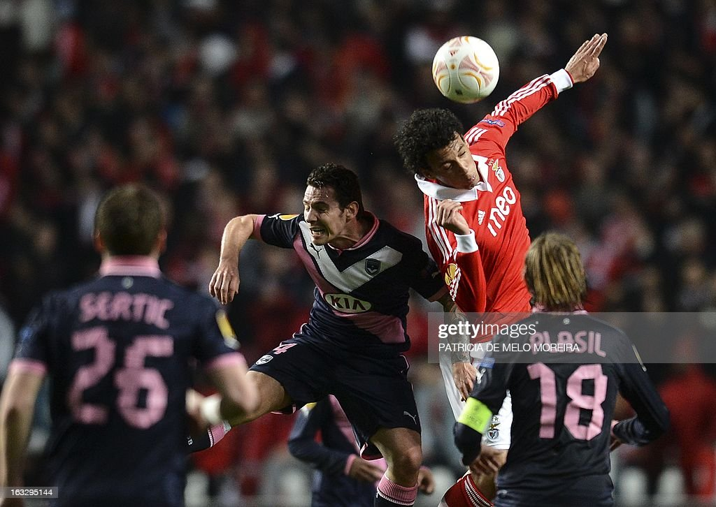 Bordeaux's Polish midfielder Ludovic Obraniak (L) vies with Benfica's defender Roderick during the UEFA Europa League round of 16 first leg football match SL Benfica vs FC Girondins de Bordeaux at the Luz stadium in Lisbon on March 7, 2013.