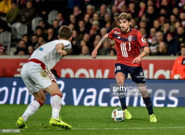 Bordeaux's Serbian defender Vukasin Jovanovic defends against Lille's Portuguese midfielder Xeka during the French L1 football match Lille vs...