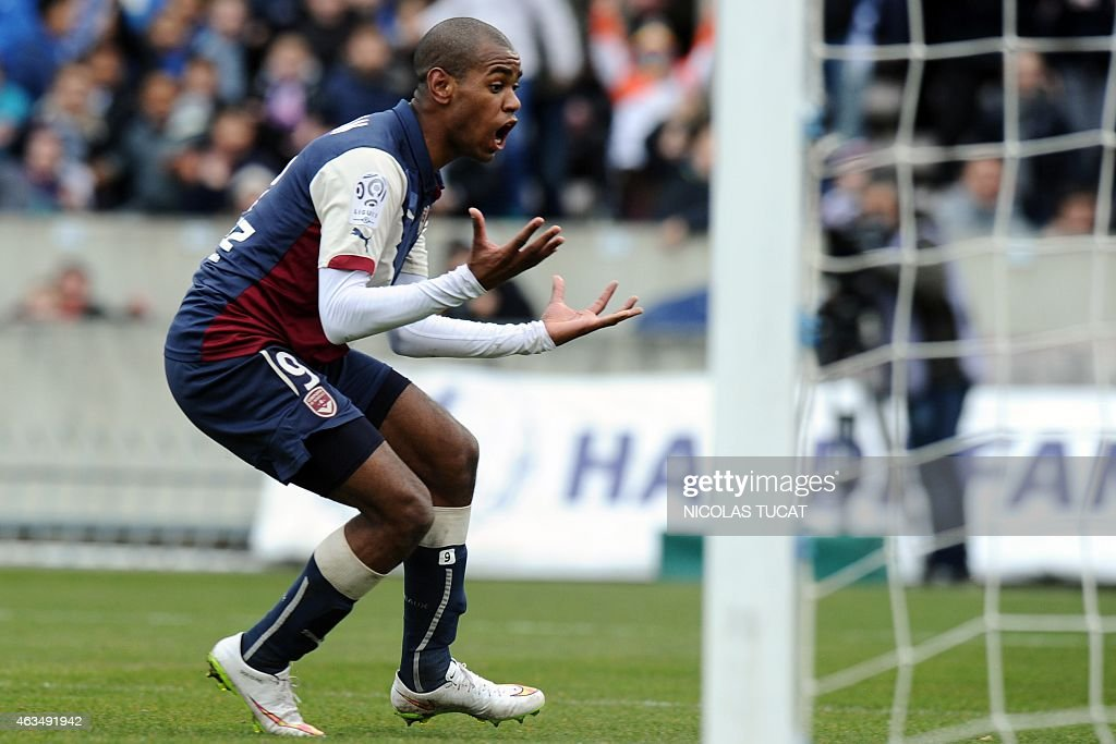 Bordeaux's Uruguyan forward Diego Rolan reacts during the French L1 football match between Girondins de Bordeaux (FCGB) and Saint-Etienne (ASSE) on February 15, 2015 at the Chaban-Delmas stadium in Bordeaux, southwestern France.