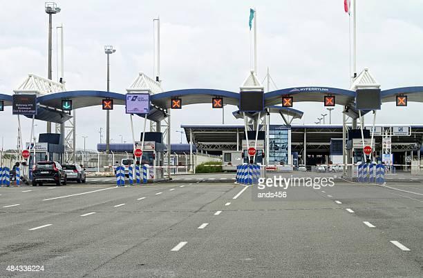 control fronterizo en el puerto de Calais, Francia