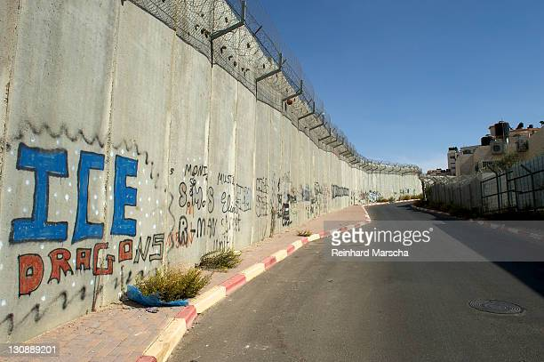 Border fortification between Israel and the Palestinian territories in the West Bank near Ramallah, Middle East