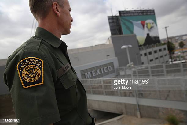 S Border Patrol agent Jerry Conlin stands on the American side of the USMexico border on October 3 2013 at the San Ysidro port of enty into Mexico...