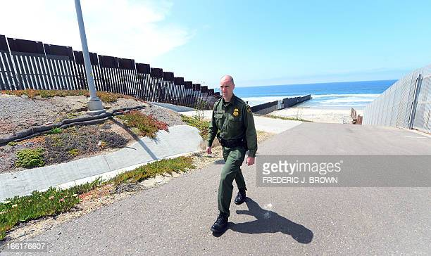 MACOR 'EEUUMIGRACIÓNSEGURIDADHISPANOS' US Border Patrol agent Timoty Hamill walks between barriers which run along the USMexico border with one going...