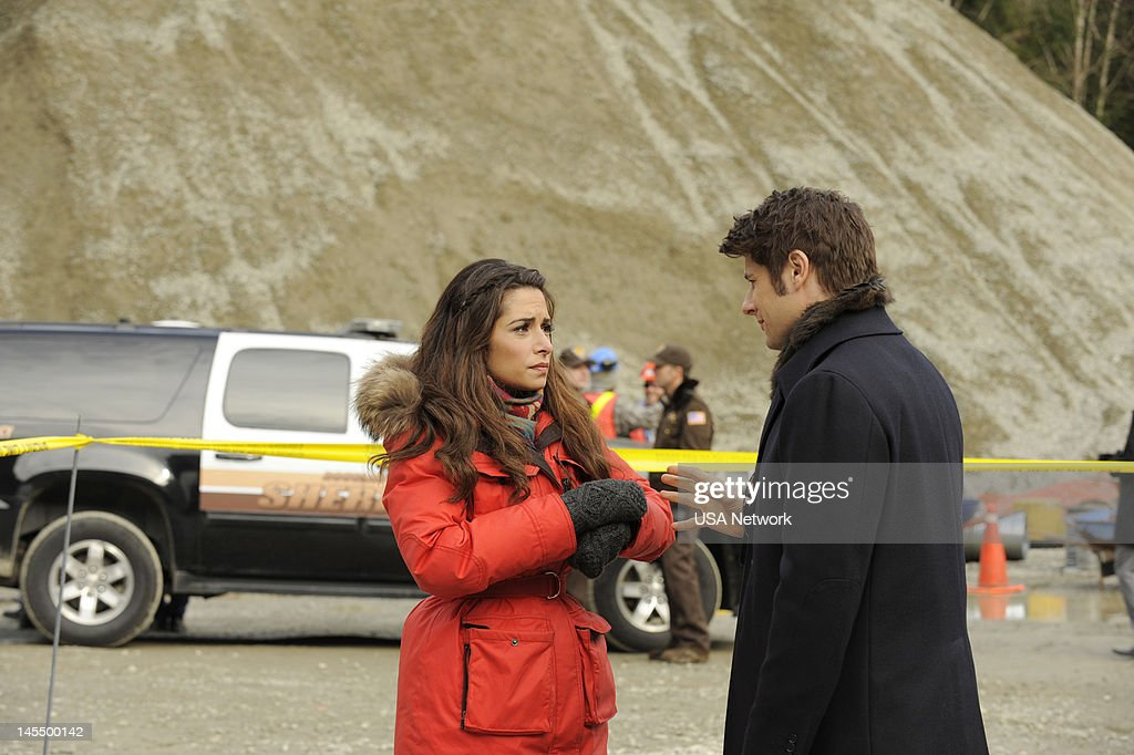 LEGAL -- 'Borderline' Episode 211 -- Pictured: <a gi-track='captionPersonalityLinkClicked' href=/galleries/search?phrase=Sarah+Shahi&family=editorial&specificpeople=538555 ng-click='$event.stopPropagation()'>Sarah Shahi</a> as Kate Reed, Ryan Johnson as Ben --