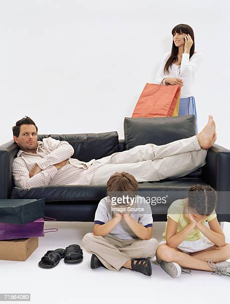 Marre mère de famille qui attend