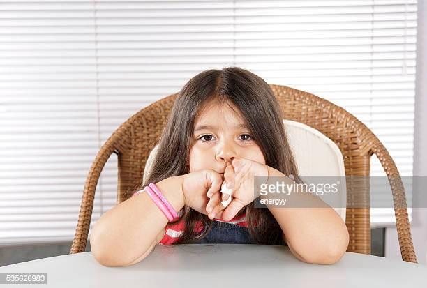 Kleines Mädchen gelangweilt