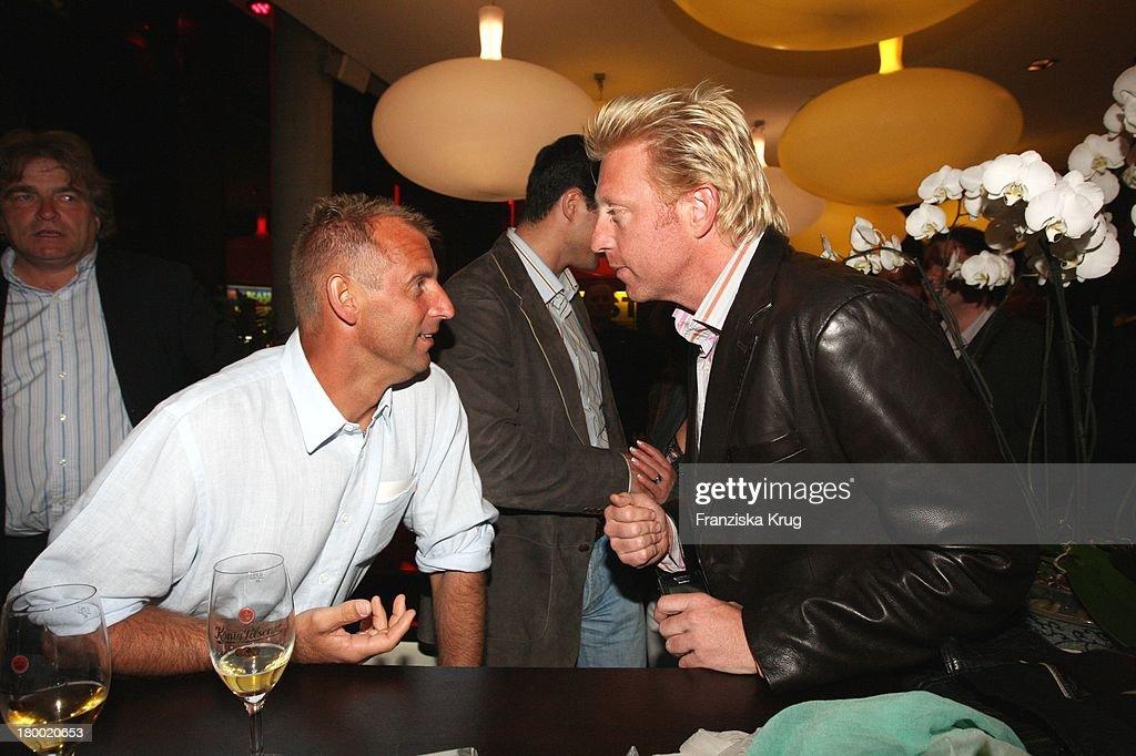 Boris Becker Und Thomas Muster (Li) Bei Der 'Atp Player'S Night' Im Copper House In Hamburg Am 140508 .