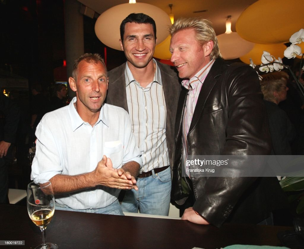 Boris Becker Und Wladimir Klitschko (Mitte) Und Thomas Muster (Li) Bei Der 'Atp Player'S Night' Im Copper House In Hamburg Am 140508 .