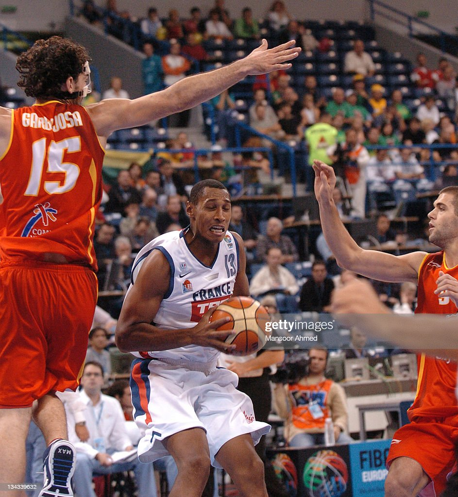 Boris Diaw of France is in a bit of a stick hole as Spain's Jorge Garbajosa and Felipe Reyes try to stop his advances to the basket during the Bronze medal match of the European Basketball Championships at the Belgrade Arena, Belgrade, Serbia & Montenegro, 24th September 2005.